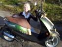 Bilde av scooter og eier